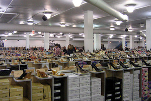 WHOLESALE MIXED PALLET - 100 PAIRS OF LADIES SHOES, BOOTS AND TRAINERS